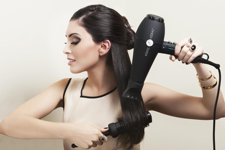Comment utiliser un sèche-cheveux sans abimer sa cheveluer?